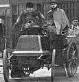 Gilles Hourgières sur Panhard, deuxième de Marseille-Hyères-Nice en mars 1898 (départ, chauffeur Pognon).jpg