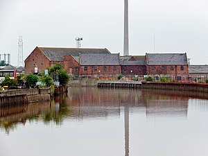 Wilmington, Kingston upon Hull - Glass House Row and late 19th century mill buildings from the River Hull (2013)