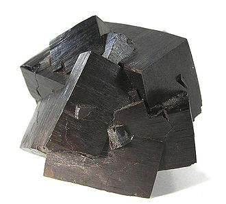 Crystal habit - Goethite replacing pyrite cubes