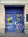 Graffiti Eingangstüre Haus.jpg
