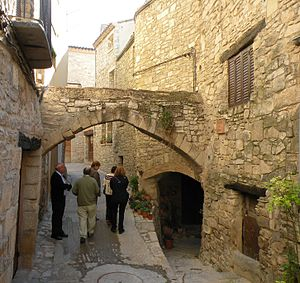Guimerà - Carrer de la Capella. The tunnel on the right is the start of Carrer del Cacao.