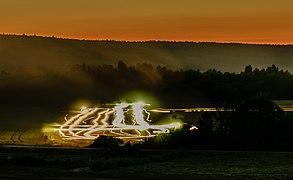 Hölzla Mähdrescher Nachts P7181262.jpg