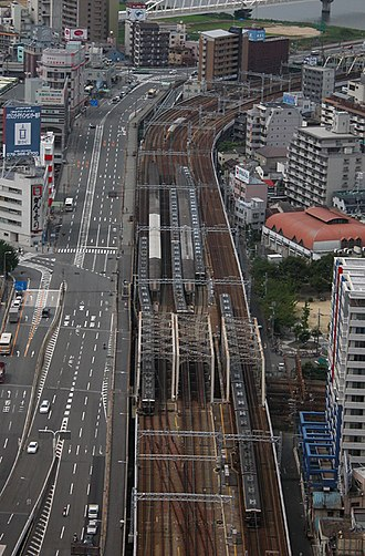Hankyu - Six-track section near Umeda terminal Nakatsu Station in the center