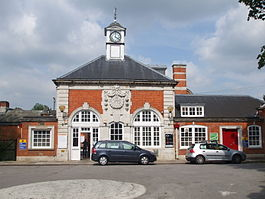 Hatch End stn building.JPG