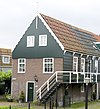 foto van Houten huis onder een dak met de nummers 9 en 10