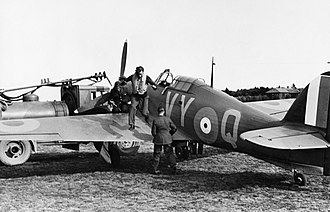 Peter Townsend (RAF officer) - Squadron Leader Townsend of No. 85 Squadron RAF exits his Hawker Hurricane at RAF Castle Camps, July 1940