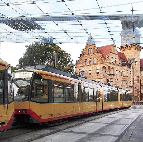 File:Heilbronn, Stadtbahn am Hauptbahnhof 4.jpeg