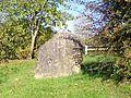 Hondainville (60), pierre levée à l'entrée sud du village.jpg