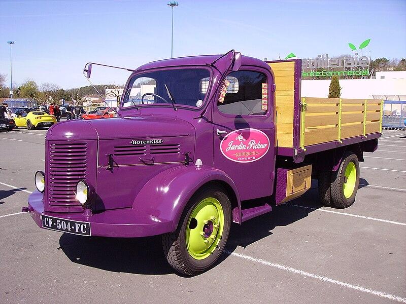 Exposition de véhicules à Trélissac, Dordogne, France.