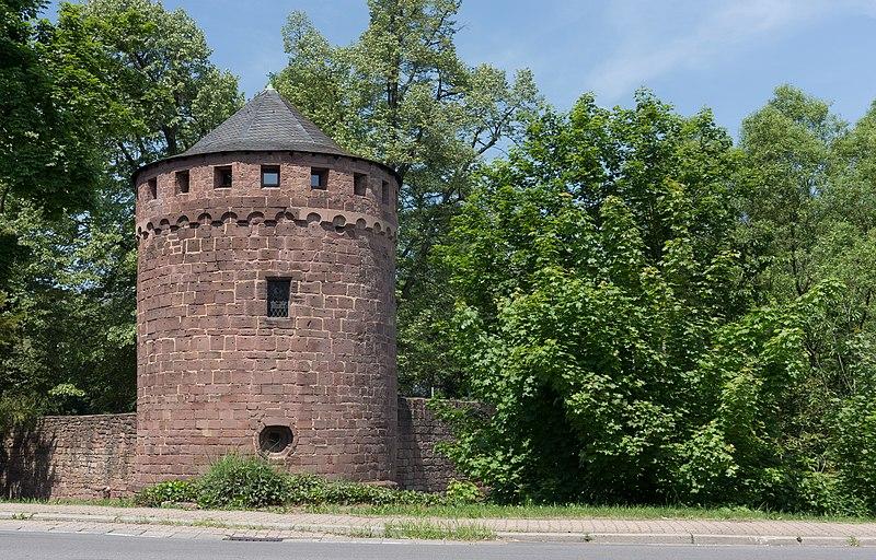 File:Illingen, toren van Burg Kerpen Dm foto9 2017-05-28 13.25.jpg