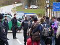Immigranten beim Grenzübergang Wegscheid (23116148815).jpg