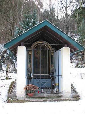 Innsbruck,_Amras,_Tummelplatz,_Antoniuskapelle,_Nordseite.JPG
