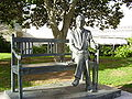Jan Karski Statue in Tel Aviv University.jpg