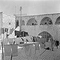 Jeruzalem, oude stad, in de Armeense wijk. Binnenplein met arcaden met toegnagst, Bestanddeelnr 255-1674.jpg