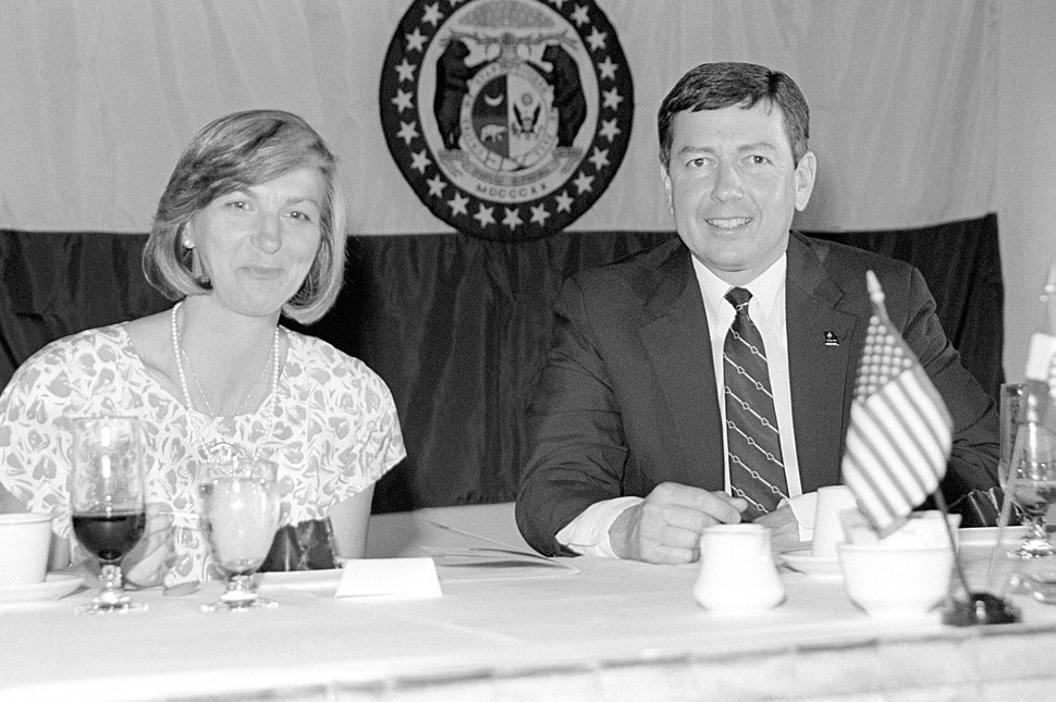 John Ashcroft and his wife attend a post-recommissioning dinner for the battleship USS MISSOURI