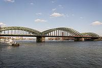 Köln – Hohenzollernbrücke 2016 03.jpg