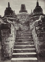 KITLV 40544 - Sem Céphas - Javanese man on the stairs to the stupa terrace at Borobudur - Around 1910.jpg