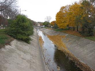 Kinnickinnic River (Milwaukee River tributary) - KK River concrete channel, looking east.
