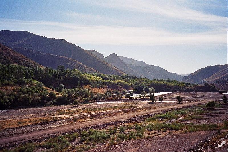 File:Kamchik Pass (495257).jpg