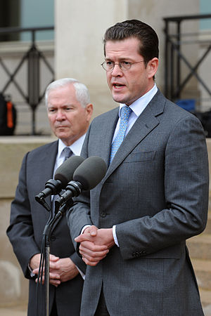 Karl-Theodor zu Guttenberg - Karl-Theodor zu Guttenberg with U.S. Secretary of Defense Robert M. Gates in front of the Pentagon, 2009