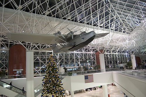 The interior of Baltimore-Washington International Thurgood Marshall Airport, Baltimore's major commercial airport Kbwi.jpg