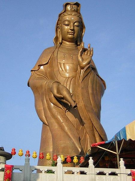 Ke Lok Si-Kuan Yin Statue