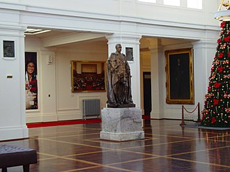 Monarchy of Australia - A statue of King George V looks over King's Hall in Old Parliament House, Canberra