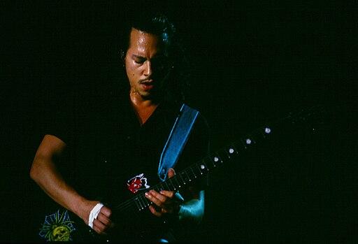 Kirk Hammett playing