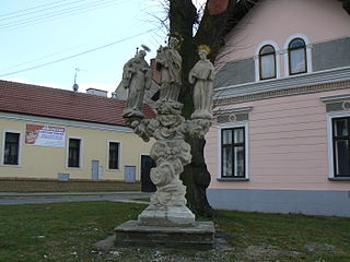 Sousoší svatého Jana Nepomuckého, se sochami sv. Františka a sv. Antonína