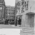 Kranslegging op de Dam door het Koninklijk paar, Bestanddeelnr 913-8722.jpg
