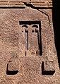 Lalibela, chiesa di bete medhane alem, esterno, finestre 14.jpg