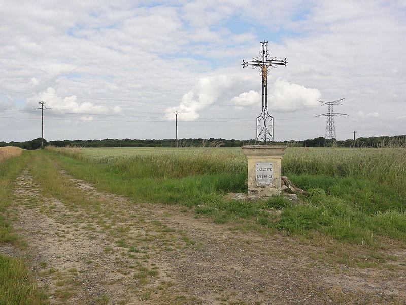 Landricourt (Aisne) paysage avec croix de chemin
