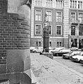 Lantaarn bij ingang - Amsterdam - 20011164 - RCE.jpg