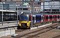 Leeds railway station MMB 51 333011.jpg
