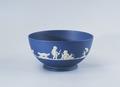 Ler- och stengods. Blå skål med vit dekor. 1700-talets slut - Hallwylska museet - 89092.tif