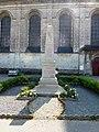 Licques (Pas-de-Calais) église abbatiale, monument aux m orts à coté de l'église.JPG