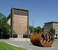 Liebfrauenkirche Duisburg - mit Stahlskulptur.jpg