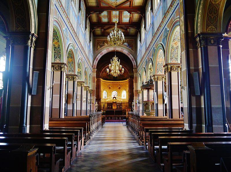 Liepaja Katholische Kathedrale St. Joseph Innen 2.JPG