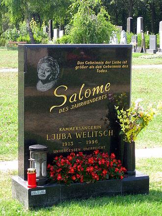 Ljuba Welitsch - Grave of Ljuba Welitsch in Section 40 (reserved for honorary Austrians) in the Zentralfriedhof in Vienna