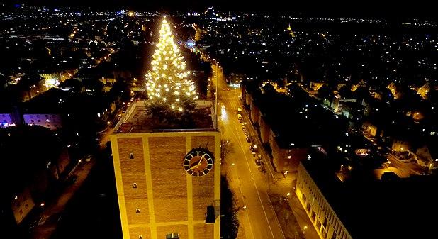 Luftaufnahme Weihnachtsbaum auf Rathausturm Kornwestheim 2015-12-06.JPG