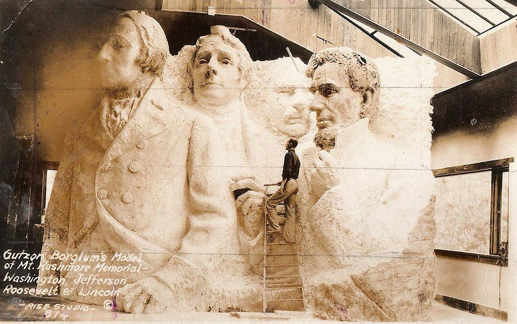 http://upload.wikimedia.org/wikipedia/commons/thumb/2/2a/Luigi_Del_Bianco_with_studio_model_at_Mount_Rushmore_national_Memorial.jpg/1024px-Luigi_Del_Bianco_with_studio_model_at_Mount_Rushmore_national_Memorial.jpg