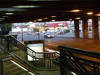 Manchester station (Los Angeles Metro) - Image: Manchester Silver Line Station 3