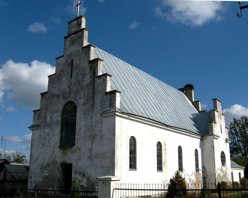 Римско-католический костел Сошествия Святого Духа.