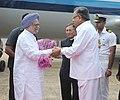 Manmohan Singh being received by the Governor of Chhattisgarh, Shri Shekhar Dutt and the Chief Minister of Chhattisgarh, Dr. Raman Singh, on his arrival, at Raipur Airport, Chhattisgarh on September 19, 2013.jpg