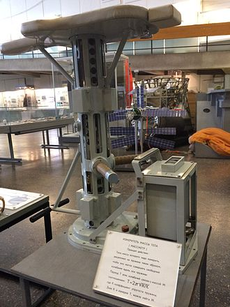 Mass - Massmeter, a device for measuring the inertial mass of an astronaut in weightlessness. The mass is calculated via the oscillation period for a spring with the astronaut attached (Tsiolkovsky State Museum of the History of Cosmonautics)