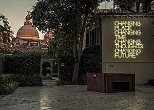 Maurizio Nannucci - Maurizio Nannucci, Changing place, Guggenheim Venice, 2003