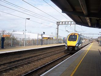 Transport in Luton - East Midlands Trains diesel train approaching Luton Parkway station