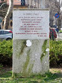 Milano - piazzale Susa - lapide Guido Galli.JPG