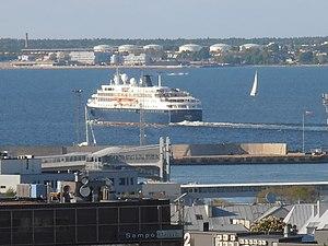 Minerva verlaesst Tallinn am 31. Mai 2012.JPG