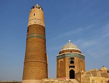 Mir Masum's Minar and tomb Sukkur Sindh.jpg